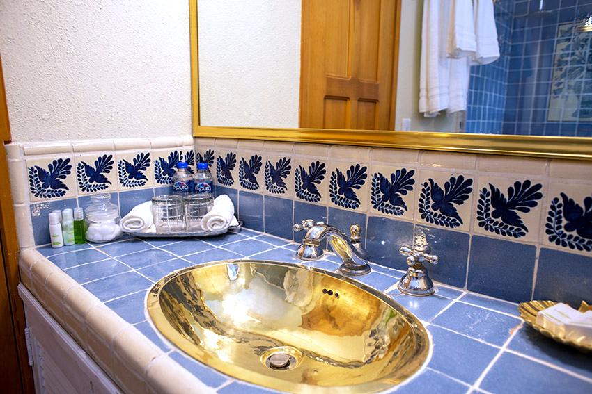 Georgia O'Keeffe bathroom